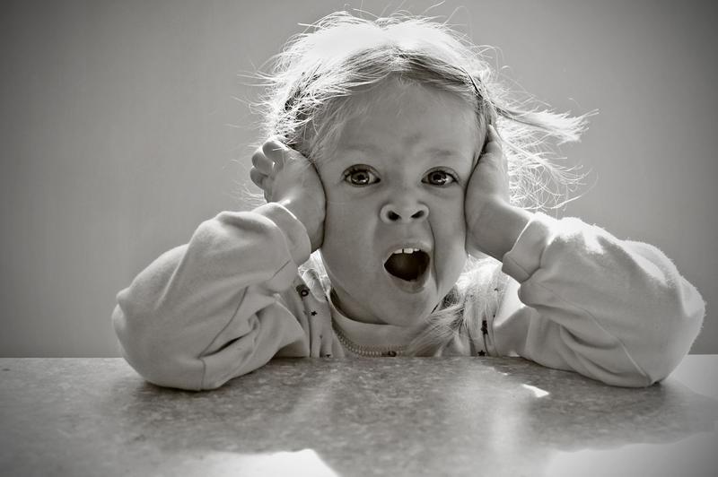 Человек начинает зевать, когда в его крови накапливается углекислый газ.